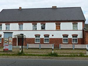 Einfamilienhaus mit Saal Scheune Stall auf großem Grundstück bei Schwerin (+11 ha Land)